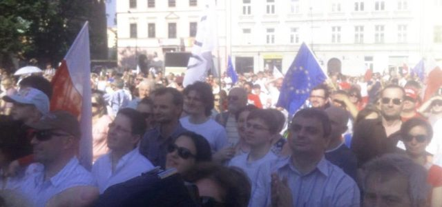 With strong sentiments thousands of people  marched in London to protest against the referendum decision to leave European Union.  The public outrage came in view of a social media rally which […]
